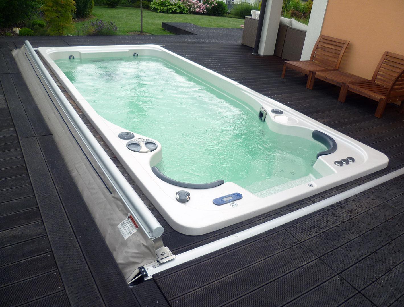 Zabudovaná vířivka Swim Spa do terasy - realizace Lípa